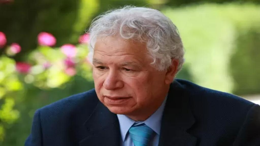 """وفاة الشاعر والاديب الفلسطيني """"مريد البرغوثي"""" عن عمر ناهز 77 عاماً"""