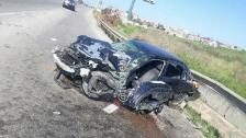 عند مفرق وادي الزينة...قتيل و3 جرحى نتيجة إصطدام سيارة بالحاجز الحديدي وعامود إنارة على اوتوستراد الجية بإتجاه بيروت