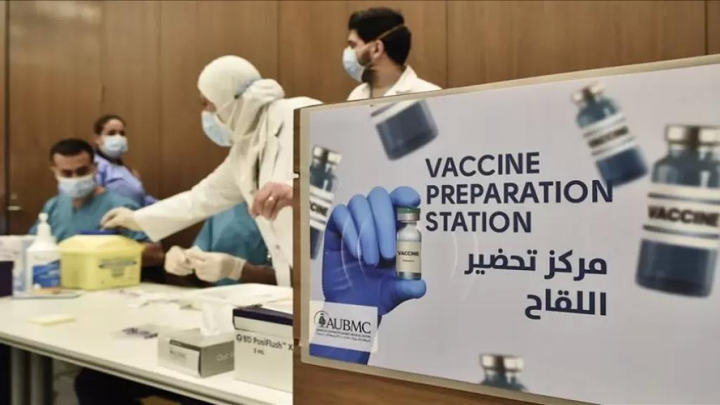 أكثر من ألف شخص تلقوا اللقاح أمس.. نقيب الأطباء يؤكد أنه لم تُسجل أي مضاعفات أو أعراض جانبية لديهم