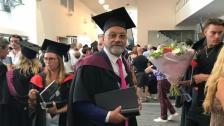 """بالصور/ """"بطرس جبور"""" نال درجة الماجستير بعمر الـ76 في أستراليا:""""سأكمل الدراسة حتى لو خسرت عينا من عينيّ"""""""