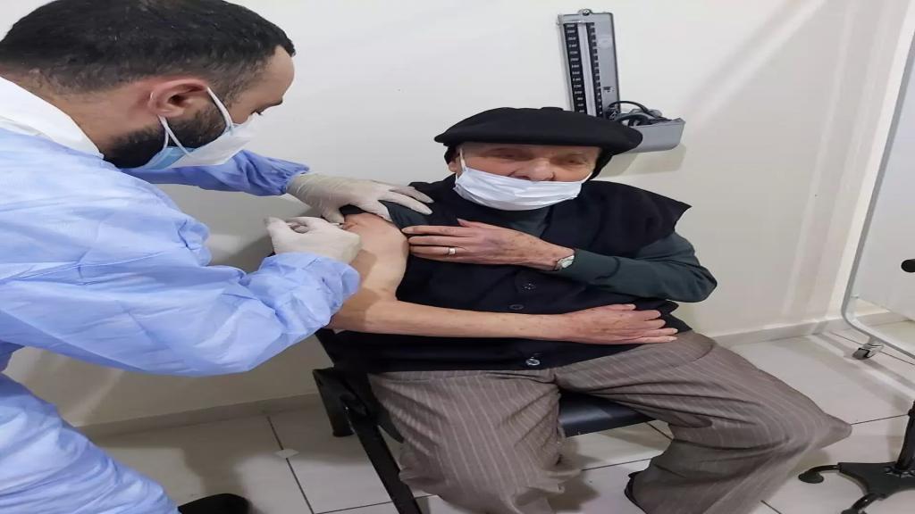 تلقيح أول شخص من بنت جبيل في مستشفى الرئيس بري في النبطية