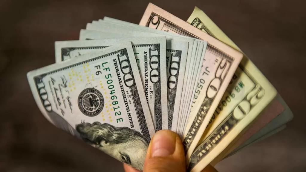 ارتفاعٌ جنونيّ بدولار السوق السوداء.. لامس الـ9450 ليرة لبنانية للدولار الواحد!