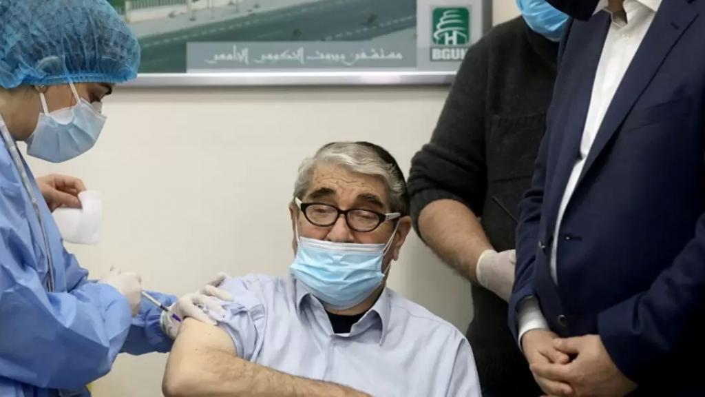 «أبو سليم» ينفي ما أُشيع عن معاناته من إضطرابات صحية نتيجة لقاح الكورونا: «أنا بخير»