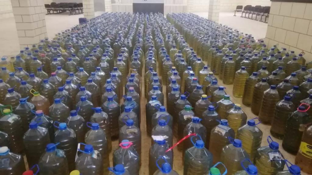 """بالفيديو والصور/ نادي حولا يطلق حملته السنوية """"حولا قلبا دافي"""" لتوزيع المازوت على المحتاجين: تم تأمين ألف غالون"""