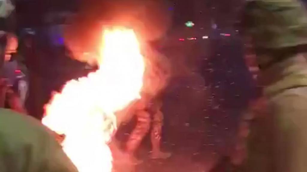 بالفيديو/ الجيش أعاد فتح طريق مار مخايل بعدما قطعها محتجون اعتراضا على الاوضاع المعيشية والاقتصادية