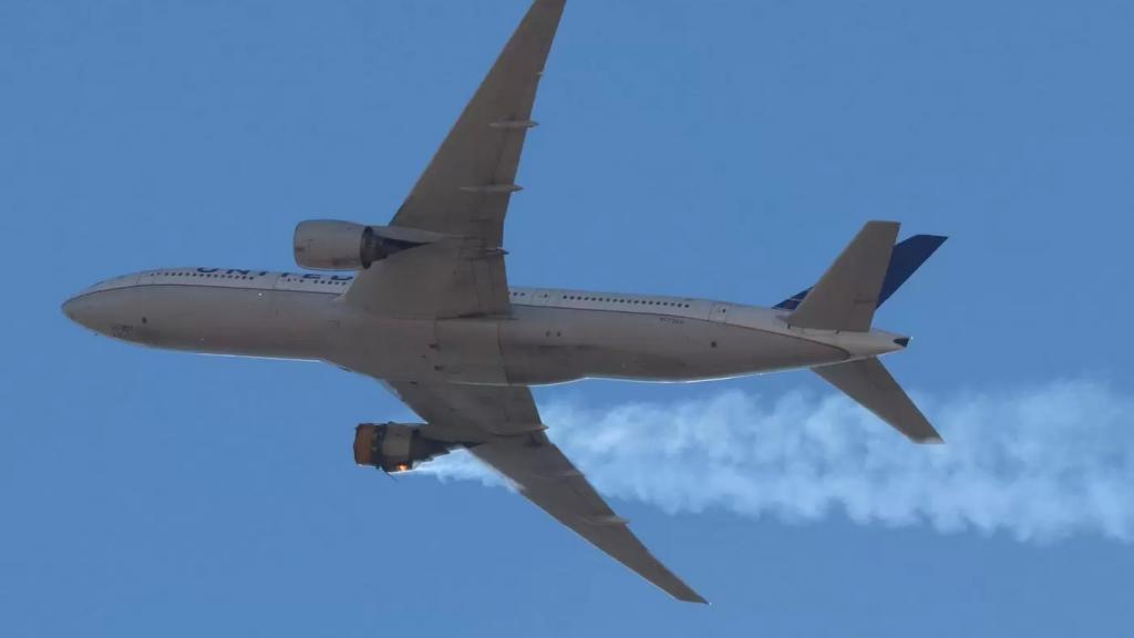 اليابان توقف 32 طائرة من طراز بوينغ 777 بعد احتراق محرك طائرة من نفس الطراز فوق ولاية كولورادو الأمريكية