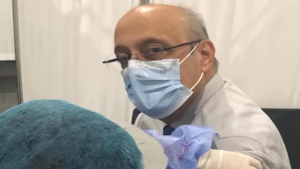 نقيب الأطباء: آليات التلقيح فيها عيوب وبطء وفوضوية...وهناك تجاوزات كثيرة