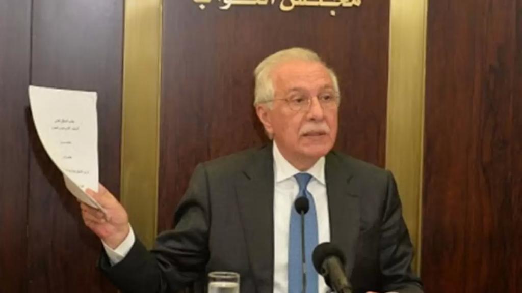 """النائب غازي زعيتر بعد تلقيه اللقاح: """"انا لبناني واكتر من غيري"""""""