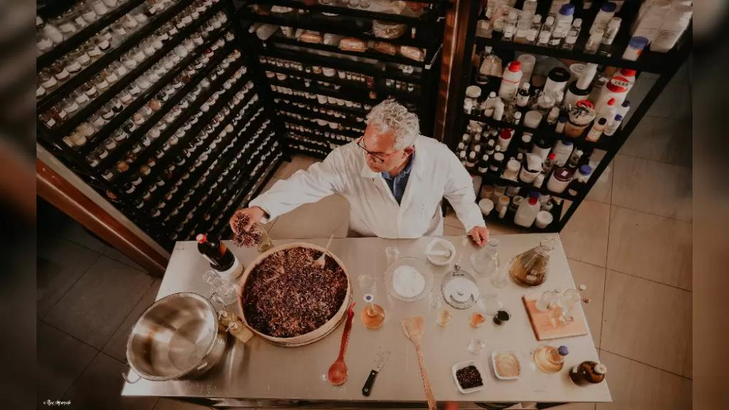 الدكتور اللبناني بدر حسون يحصل على شهادة تقدير من منطمة الصحة العالمية لبنائه قرية بيئية نموذجية تهتم بصناعة المنتجات الطبيعية