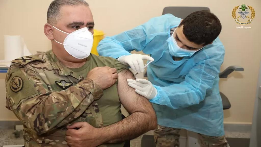 بالصور/ انطلاق حملة التلقيح ضد فيروس كورونا في الطبابة العسكرية