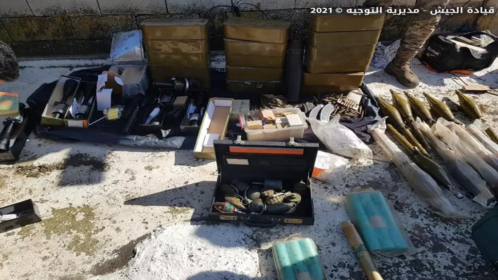 بالصور/ الجيش اللبناني: توقيف فلسطينيَين في البقاع الأوسط وضبط كمية كبيرة من الذخائر والمتفجرات ومناظير