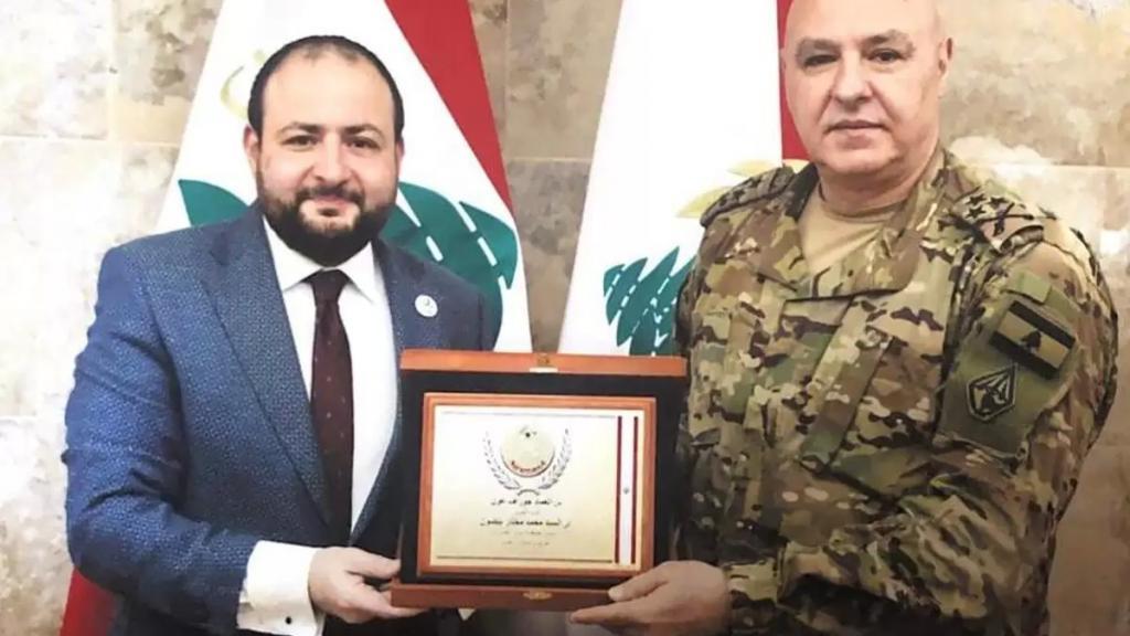 قائد الجيش يكرّم جمعية بنين الخيرية بشخص رئيسها محمد بيضون تقديراً للجهود الإنسانية القيّمة التي بذلتها لمؤازرة اللبنانيين في كافة المناطق