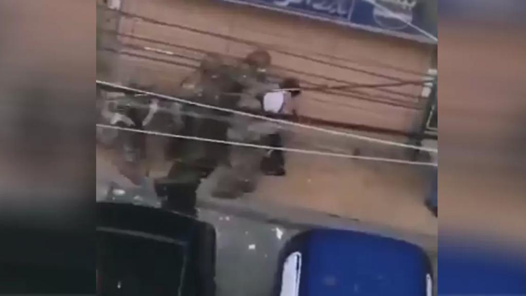 فيديو متداول/ لحظة توقيف قاتل الشاب علاء ابراهيم