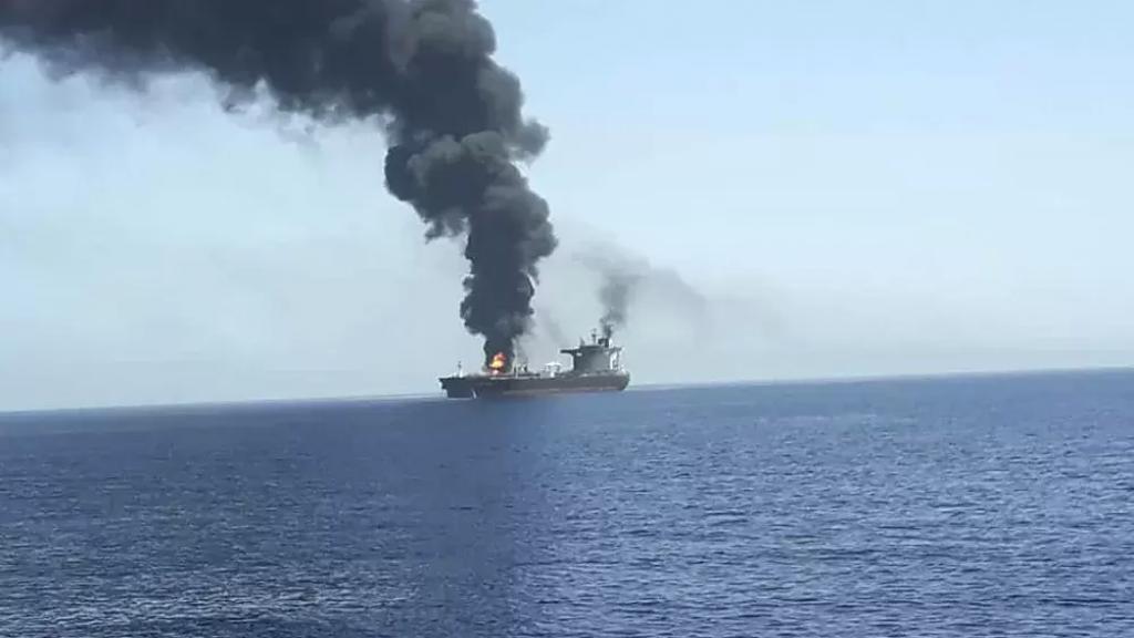 """وسائل إعلام """"اسرائيلية"""": لا مفرّ من ردّ """"إسرائيلي"""" على الهجوم الإيراني على السفينة، وتمّ اتخاذ قرار من حيث المبدأ بالردّ، وقد يتمّ في الأيام المقبلة"""