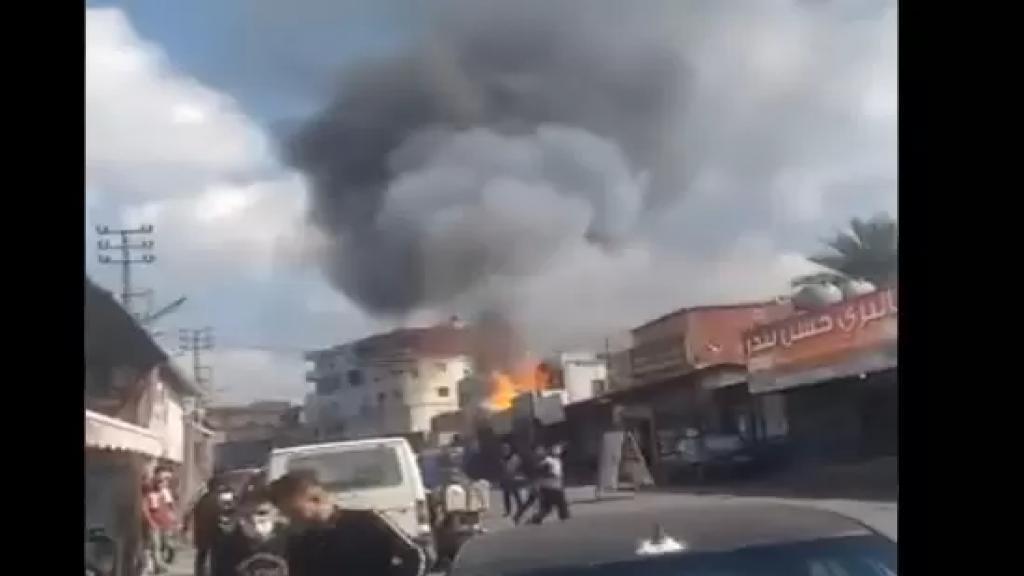 بالفيديو/ إنفجار عدد من قوارير الغاز في محل مخدر لبيع الغاز عند مفرق البيسارية في منطقة العاقبية