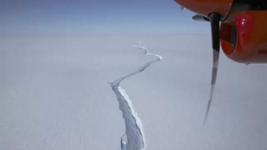 بالفيديو/ يوازي حجم لندن وباريس.. انفصال جبل جليدي ضخم في أنتاركتيكا