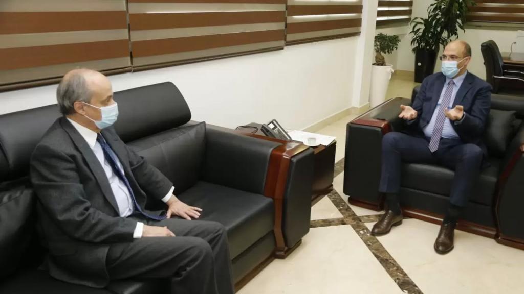 وزير الصحة تسلم هبة إسبانية لدعم جهود الوزارة في مكافحة الفيروس ومبادرة لمحافظ بيروت لتوفير اللقاح لسكان العاصمة من خلال الوزارة