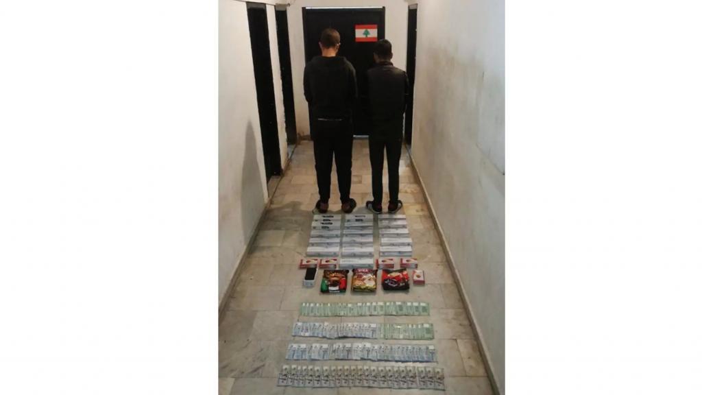 الجيش يوقف شخصين في بئر حسن لإقدامهما على سرقة مواد غذائية من مؤسسة قرب السفارة الكويتية يعمل بها أحدهما