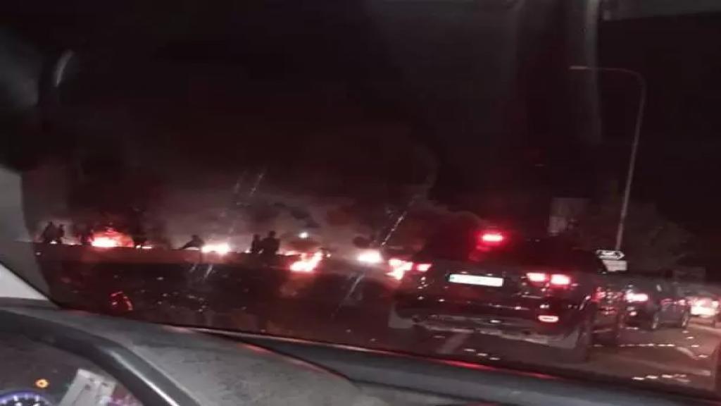 قطع طريق الناعمة بالاطارات المشتعلة (nbn)