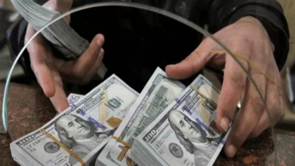 إرتفاع متواصل.. دولار السوق السوداء يتراوح اليوم بين 9850 و 9900!