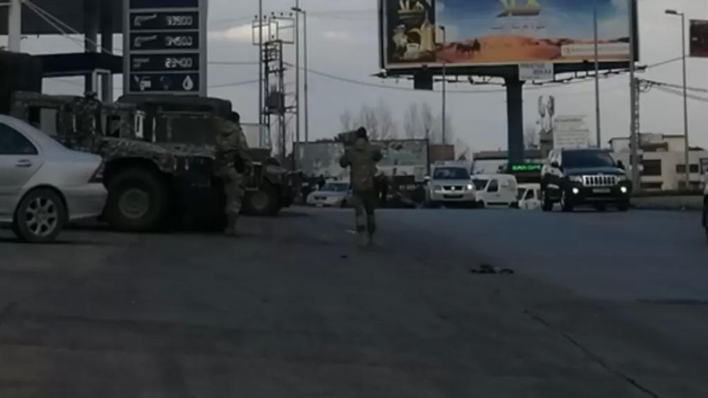 محتجون يتجمعون عند دوار ابلح الفرزل وانتشار كثيف للجيش