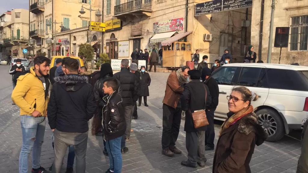 محتجون يقطعون طريق مدخل بيت شاما وسوق بعلبك التجاري لبعض الوقت