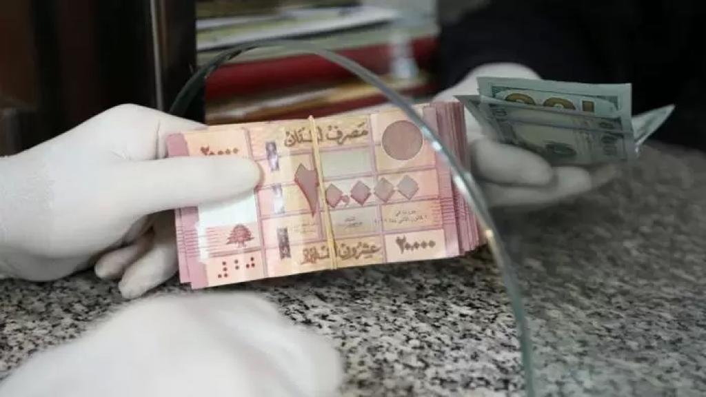 بعد تجاوزه العشرة آلاف ليرة..سعر صرف الدولار سجل في السوق السوداء صباحاً ما بين 9880 و 9900