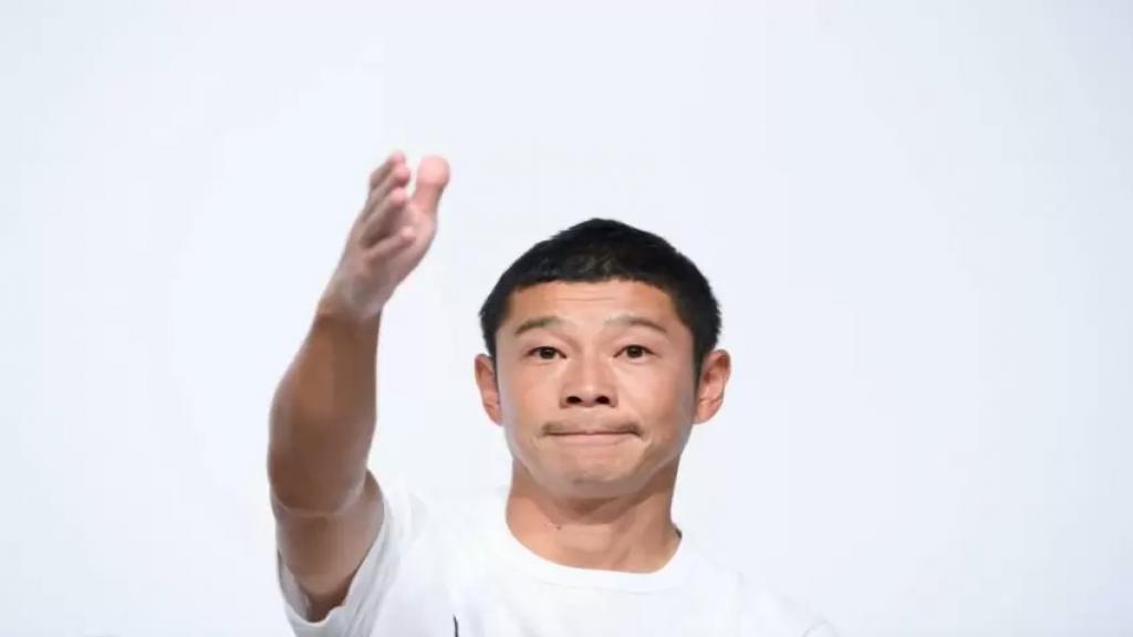 ملياردير ياباني يبحث عن مرافقين في رحلته حول القمر!