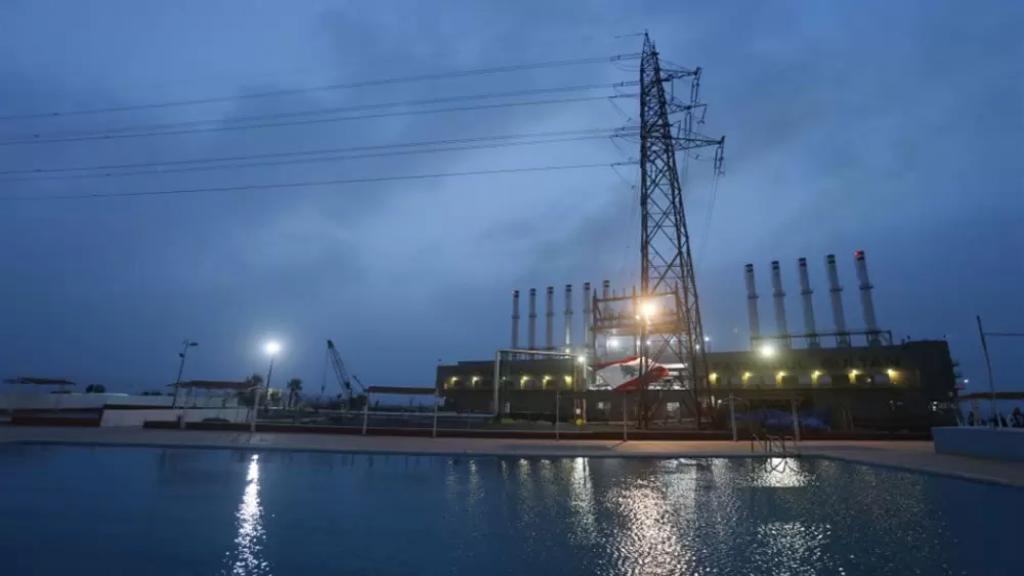 كهرباء لبنان: تحسن تدريجي بالتغذية بالتيار الكهربائي في جميع المناطق اللبنانية بعد افراغ باخرة الغاز اويل في دير عمار والمباشرة غدا بتفريغ الفيول اويل