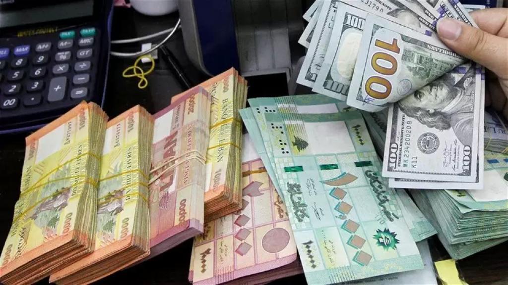 الدولار يواصل التحليق.. تراوح في السوق السوداء بين 10,050 و 10,100 ليرة!