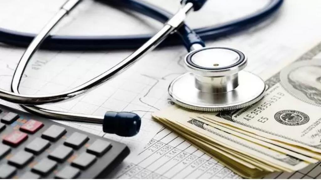 """دولار المستشفيات وشركات التأمين """"غير الرسمي"""" بـ3900 ليرة (نداء الوطن)"""