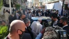 موكب البابا فرنسيس يغادر مدينة النجف القديمة متوجهاً إلى مدينة أور الأثرية بعد انتهاء اللقاء الذي جمعه بالمرجع السيد علي السيستاني