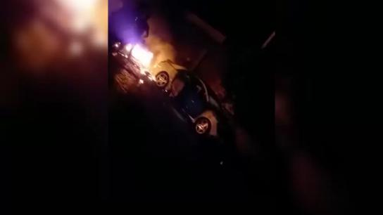 بالفيديو/ سائق أصر على المرور.. سيارة تدهس المتظاهرين في الشويفات ووقوع 7 جرحى بينهم