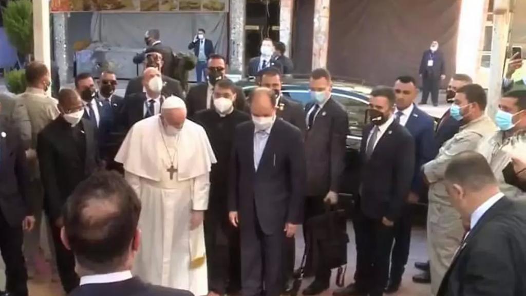 البابا فرنسيس يلتقي المرجع السيد علي السيستاني في منزله في النجف