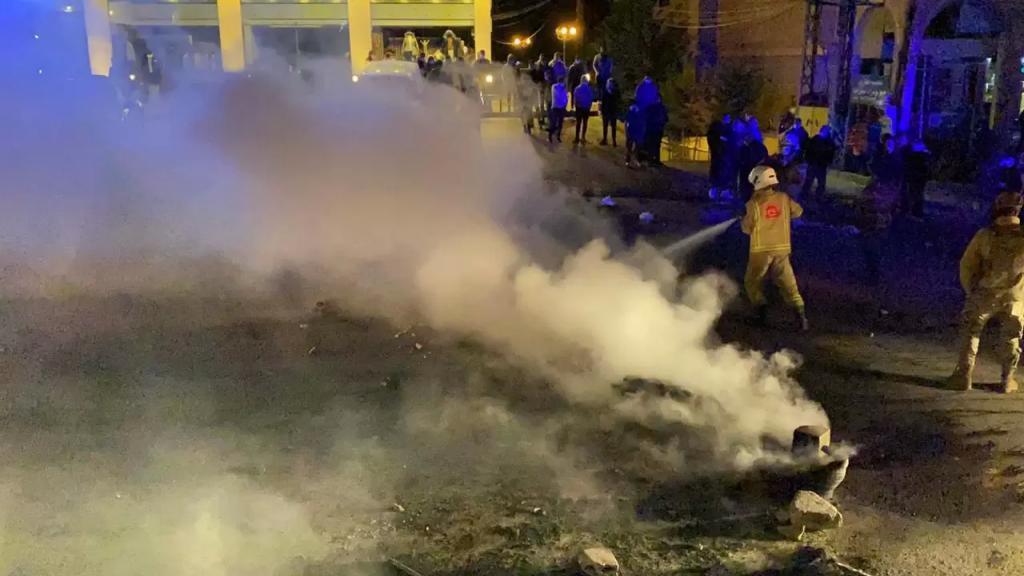بالصور/ اعادة فتح الطريق في بنت جبيل -صف الهوا بعد تدخل الجيش