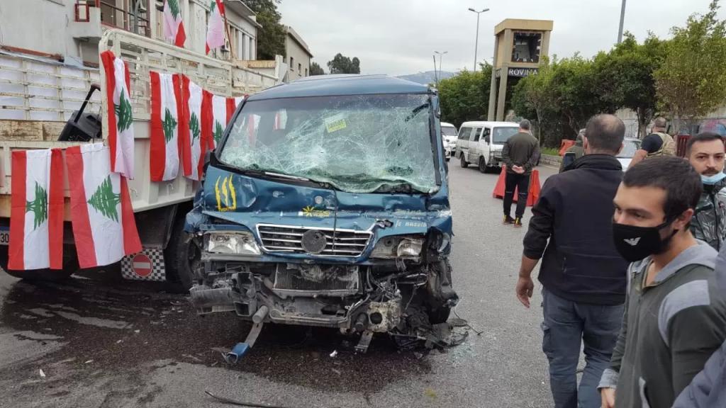 الدفاع المدني: 14 جريح حصيلة حادث السير في الكرنتينا