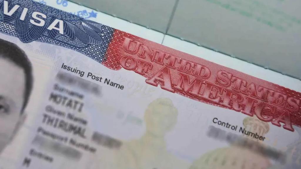أميركا تمنح فرصة ثانية لمن رُفضت تأشيراتهم في عهد ترامب