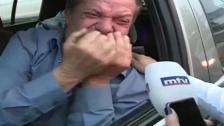 """بالفيديو/ مواطن في طريقه لاجراء """"غسيل الكلى"""" يبكي في سيارته خلال اقفال الطريق في منطقة الزوق:""""والله عندي وضع"""""""