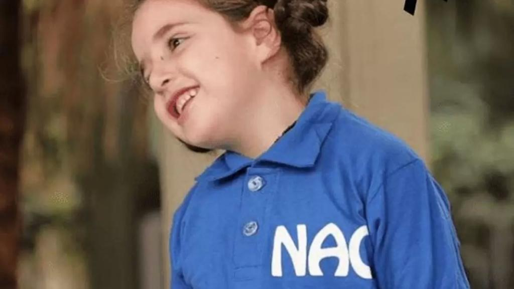 """""""اليسا"""" ابنة الـ6 سنوات رحلت بعد معركة مع السرطان وطرف التوّحد وكورونا... ووالدها:""""الله عطانا إياها ورجع أخدها"""""""