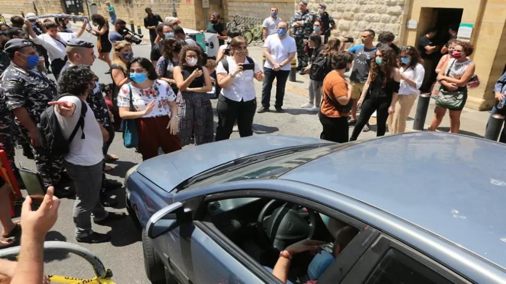 لبنان يحتاج 166 عاماً لتعويض الوظائف المفقودة! عدد العاطلين عن العمل يقدر بحوالى 450 ألفاً ويُتوقّع أن يرتفع إلى 700 ألف (الأخبار)