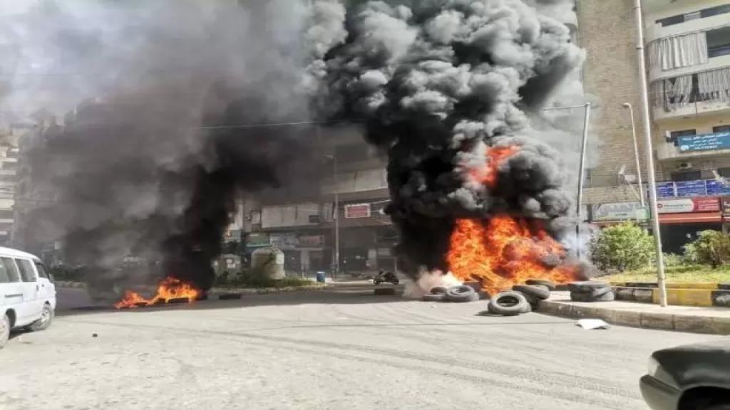 بالفيديو/ مواطن في حي السلم يحاول إحراق نفسه.. مواطنون تدخلوا ومنعوه من سكب المازوت على نفسه