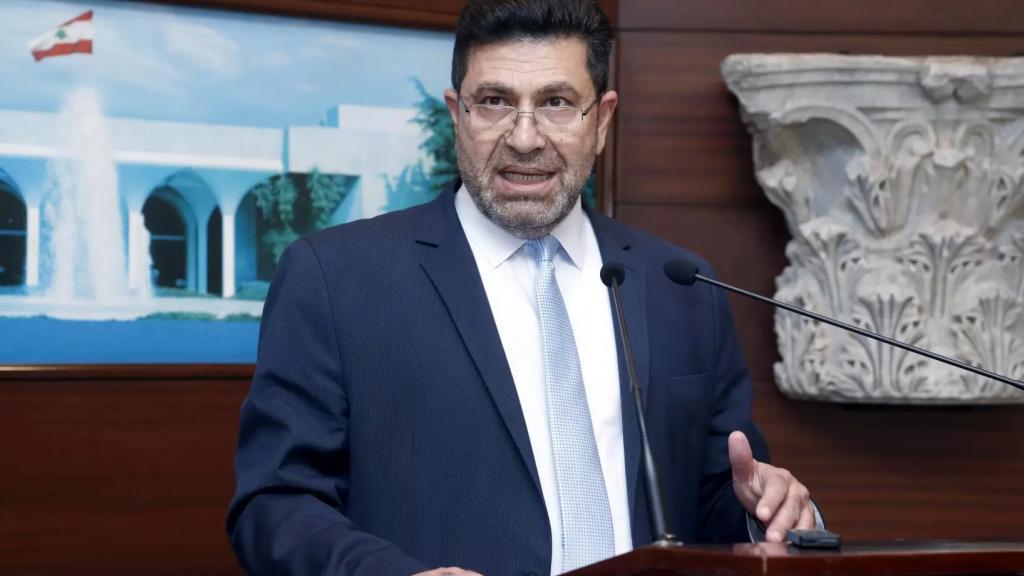 """وزير الطاقة للبنانيين: """"ذاهبون الى العتمة""""!"""