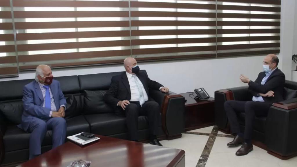 """وزير الصناعة بعد لقائه حسن: سندعم شركة """"أروان"""" وأي شركة أخرى قادرة على تصنيع اللقاح لقناعة أكيدة بأن الكفاءات اللبنانية قادرة على ذلك"""