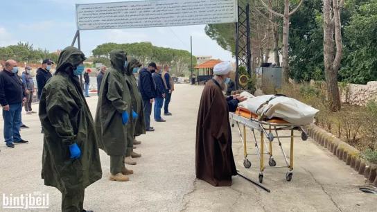 بالفيديو والصور/ بنت جبيل تودع الحاجة سميرة أسعد حمقة (ام نادر) بعد اصابتها بفيروس كورونا