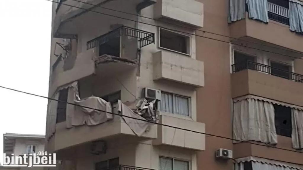 بالصور/ سقوط شرفة في حارة حريك