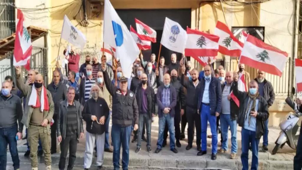 متقاعدو قوى الأمن في طرابلس يعتصمون احتجاجًا على عدم شمولهم في اقتراح منحة المليون ليرة