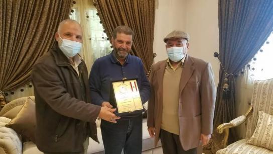 تكريم مدير مدرسة جميل جابر بزي الأستاذ المتقاعد ابراهيم يوسف بزي لبلوغه السن القانوني