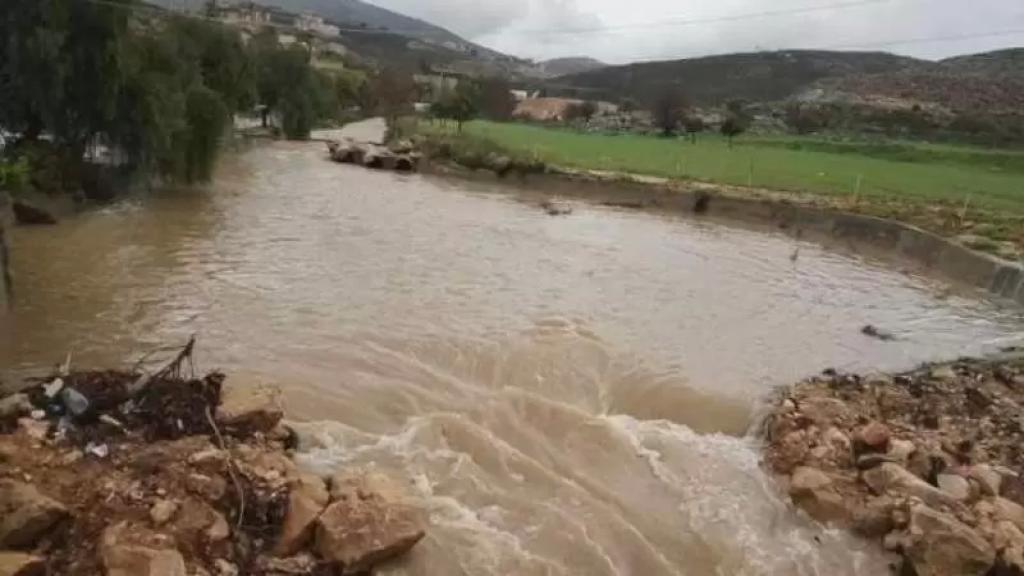 ارتفاع منسوبي مياه نهر الزهراني والليطاني بسبب الأمطار... والرياح العاتية تسببت بتطاير اللوحات الاعلانية على طريق زفتا النبطية