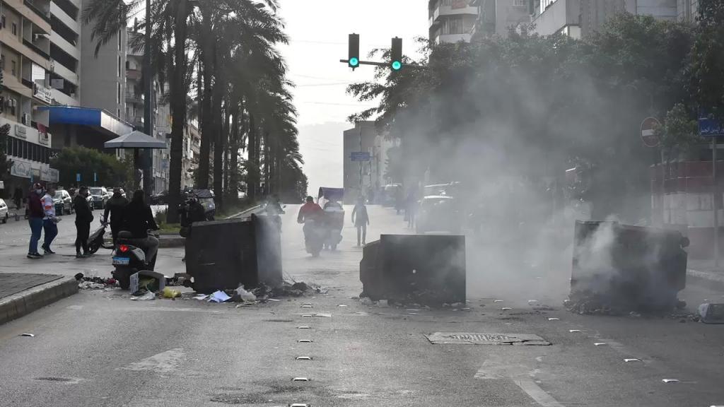 بعد تصاعد وتيرة الإحتجاجات.. إليكم الطرقات المقطوعة في لبنان