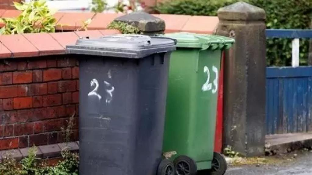 """بات للسرقات """"أصول وفنون""""..حاويات النفايات البلاستيكية أهداف للسرقة حيث تعتبر أهمّ وأربح: يقدر سعر المستوعب الواحد بـ260 دولاراً!"""